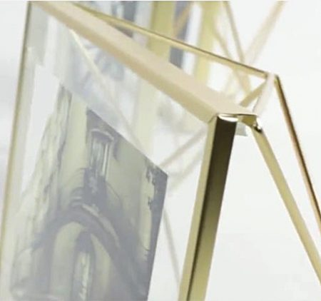 detalle marco prisma metalico