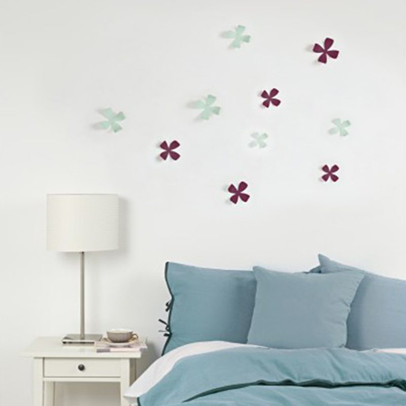 decoración de pared flores menta y berenjena