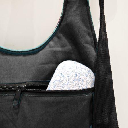 detalle cremallera trasera bolso mochila