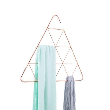 Organizador triangular con pañuelos