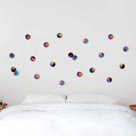 Confeti Arcoriris de decoracion para pared en uso