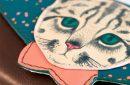 Billetera Disaster gato con pajarita detalle