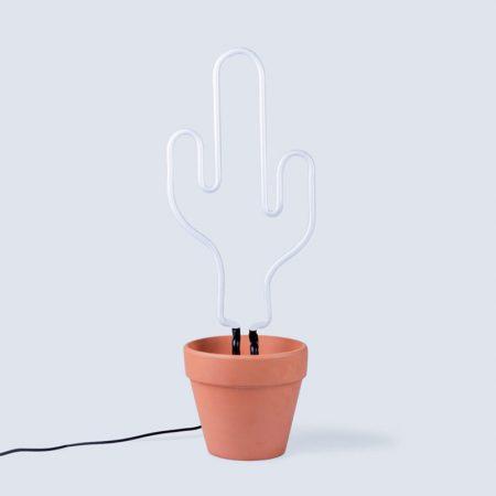 detalle lampara cactus con maceta