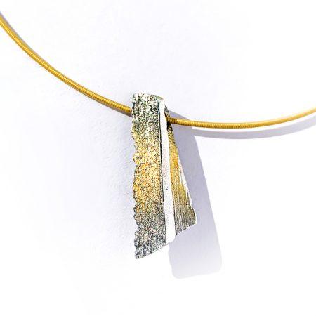 """Colgante Plata Orfega Lava colección """"Vulcano"""" dorado detalle"""