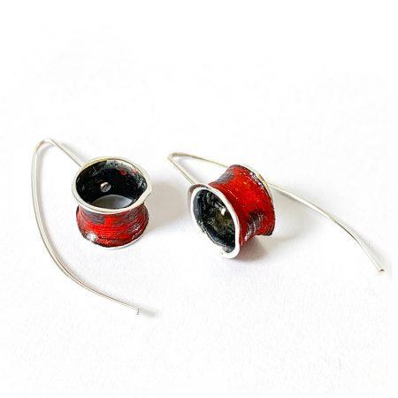 Pendientes Plata Orfega Ígneo colección Vulcano con gancho color Rojo en detalle