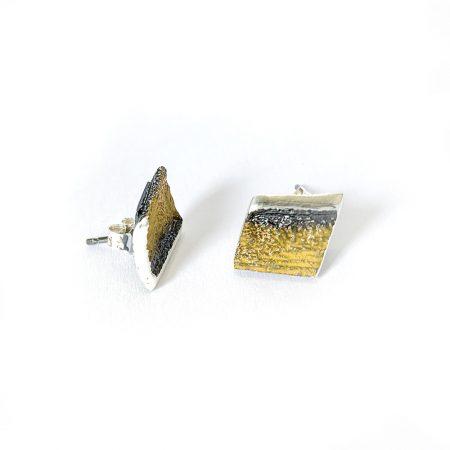 Pendientes de Plata Orfega Lava colección Vulcano dorado cierre de tuerca