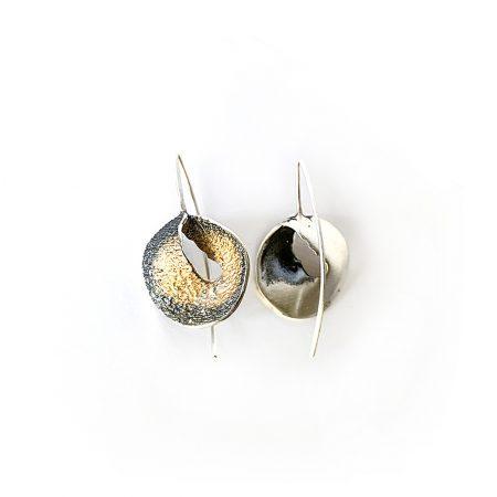 Pendientes de plata gancho grandes ocre Sima Orfega detalle de frontal y parte de atrás