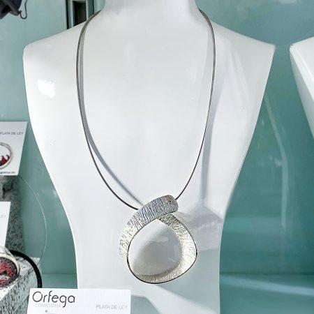 Colgante en plata de ley de diseño Orfega colección Senia
