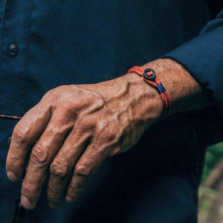 pulsera hombre pig and hen Don Dino con correa rojo coral con cierre de botón negro