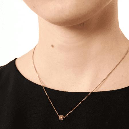 Collar P de Paola Dice bañado en Oro 18k