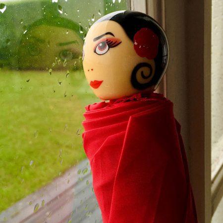 paraguas original chica Rain Parade rojo mango Pylones