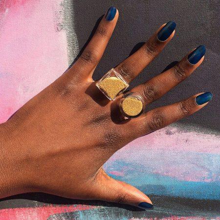 anillo Cuadrado redondo mini bolas bolitas doradas Pylones
